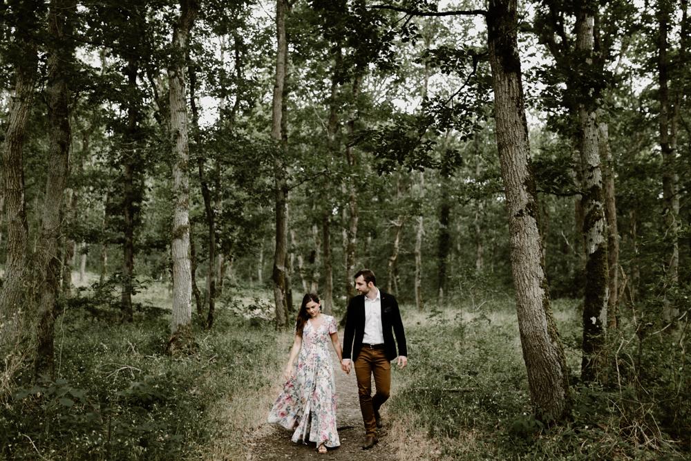 e Séance photo engagement dans la forêt de grimbosq en normandie
