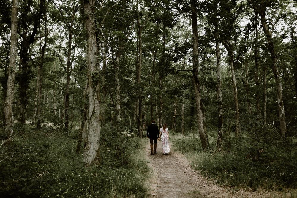c Séance photo engagement dans la forêt de grimbosq en normandie
